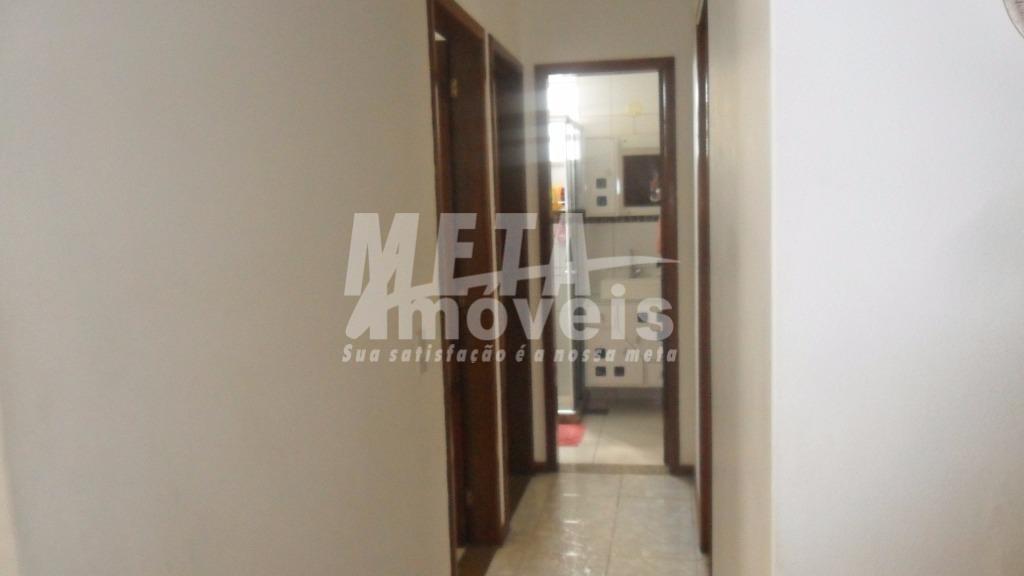 imóvel bem localizado com 4 qts, sendo 1 suíte, 2 sacadas, sala ampla.! 1 vaga de...
