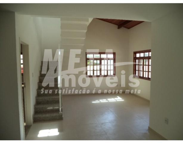 excelente casa localizada em condomínio fechado, com total segurança. casa nascente com 3qts, sendo 1 suíte,...