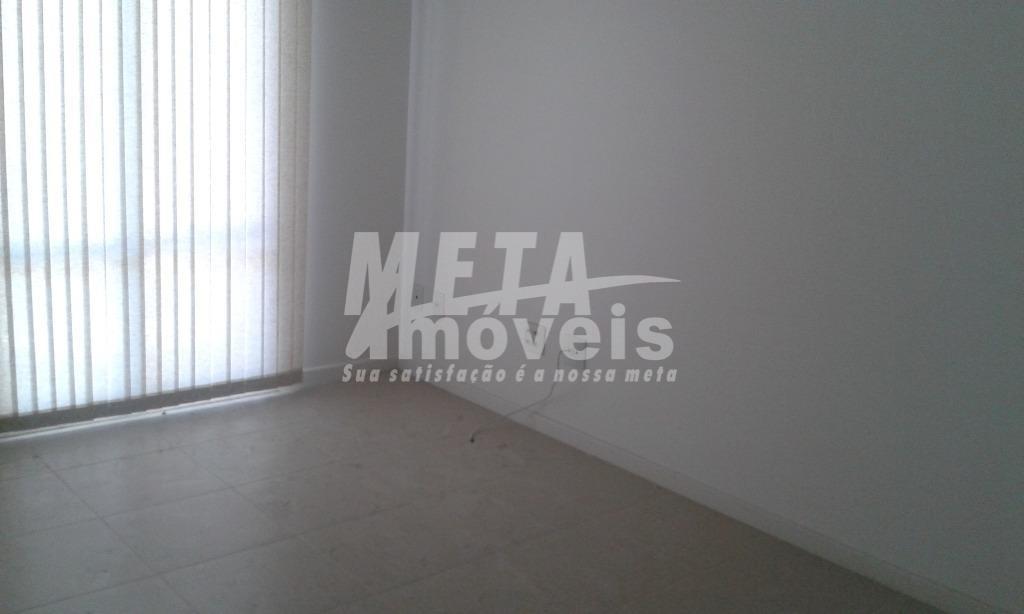 Apartamento com 2 dormitórios para alugar, 67 m² por R$ 1.100/mês - Centro - Campos dos Goytacazes/RJ