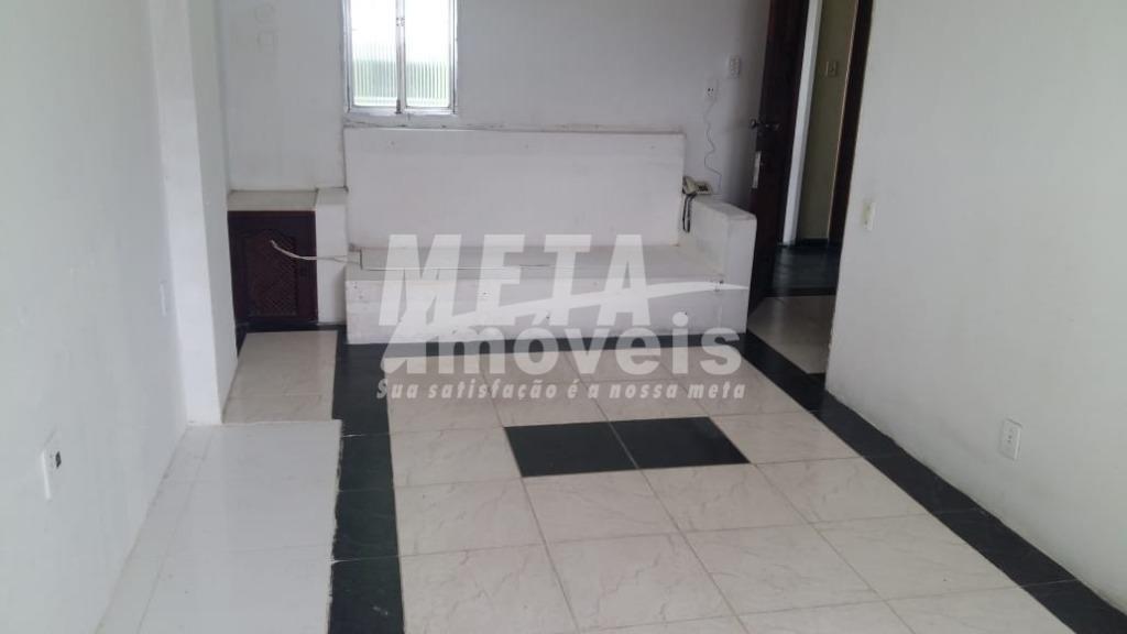 Kitnet com 1 dormitório à venda, 34 m² por R$ 75.000 - Centro - Campos dos Goytacazes/RJ