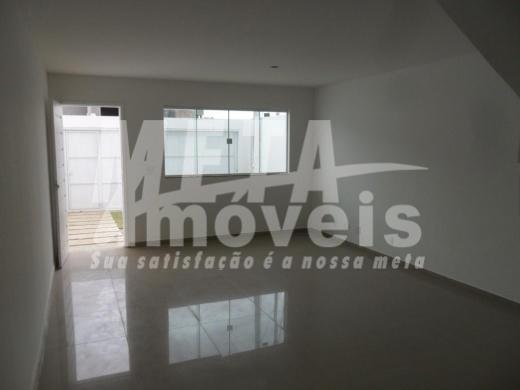 Casa com 3 dormitórios à venda, 150 m² por R$ 480.000 - Flamboyant - Campos dos Goytacazes/RJ