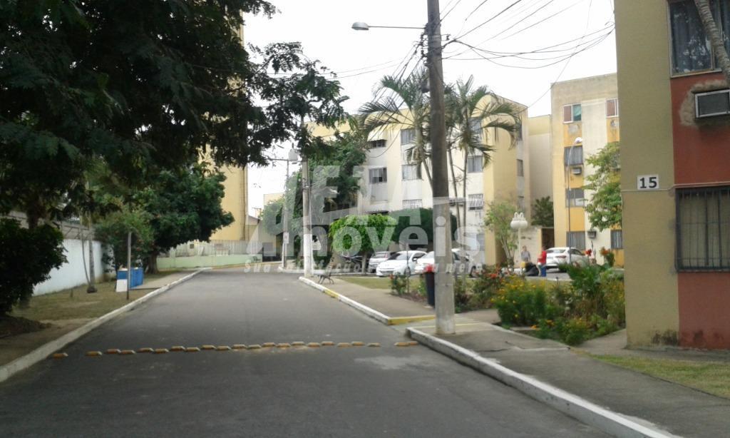 Apartamento com 3 dormitórios à venda, 55 m² por R$ 123.000 - Parque Califórnia - Campos dos Goytacazes/RJ