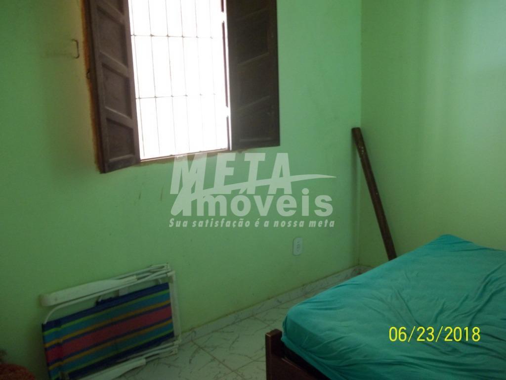 casa bem localizada em santa clara, próximo a pousada tropical, com 3qts sendo 1 suíte, quintal...