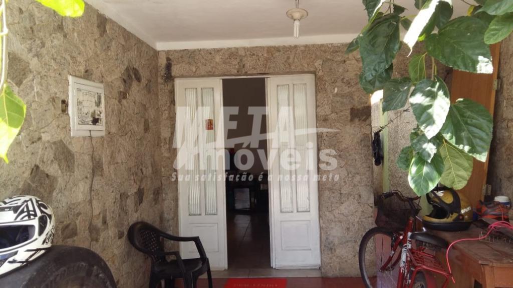 Casa com 4 dormitórios à venda, 107 m² por R$ 270.000 - Centro - Campos dos Goytacazes/RJ