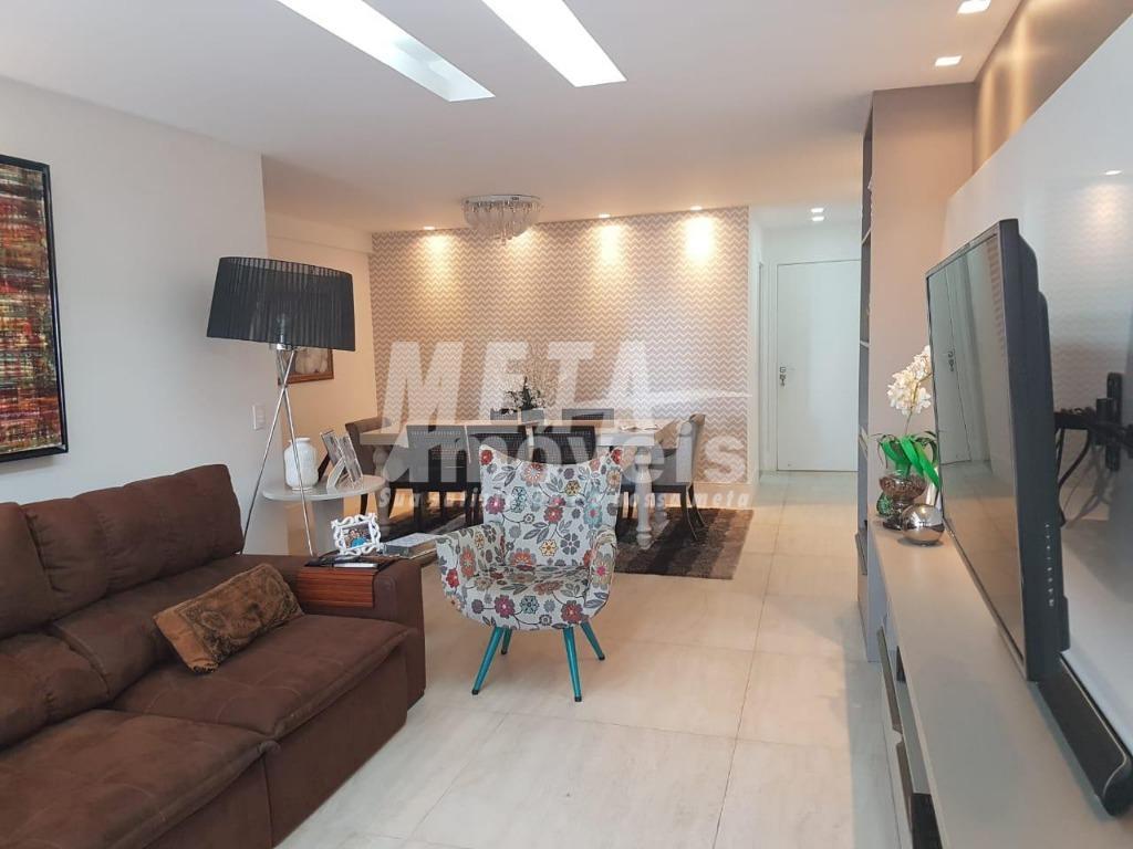 apartamento de luxo todo mobiliado, com acabamento de primeira e de muito bom gosto. espaço amplo,...