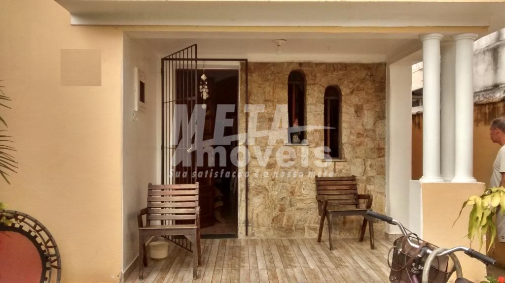 Casa com 3 dormitórios à venda, 81 m² por R$ 450.000 - Parque Califórnia - Campos dos Goytacazes/RJ