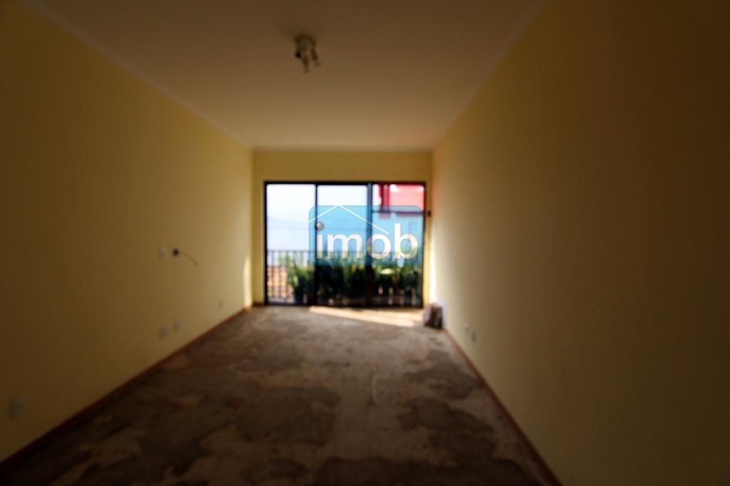 Apartamento em prédio frente ao mar na Ponta da Praia, Santos.