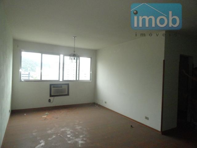 Apartamento para reforma com 2 dormitórios no Marapé, Santos.