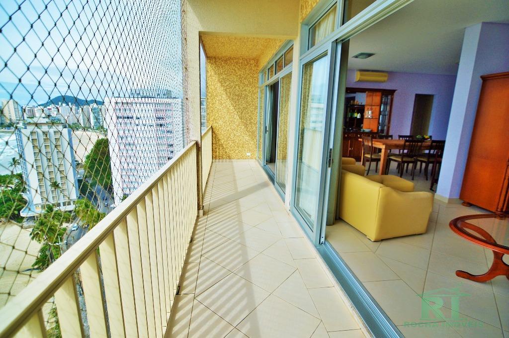 Apartamento á venda na praia das Pitangueiras, prédio de frente ao mar !!!