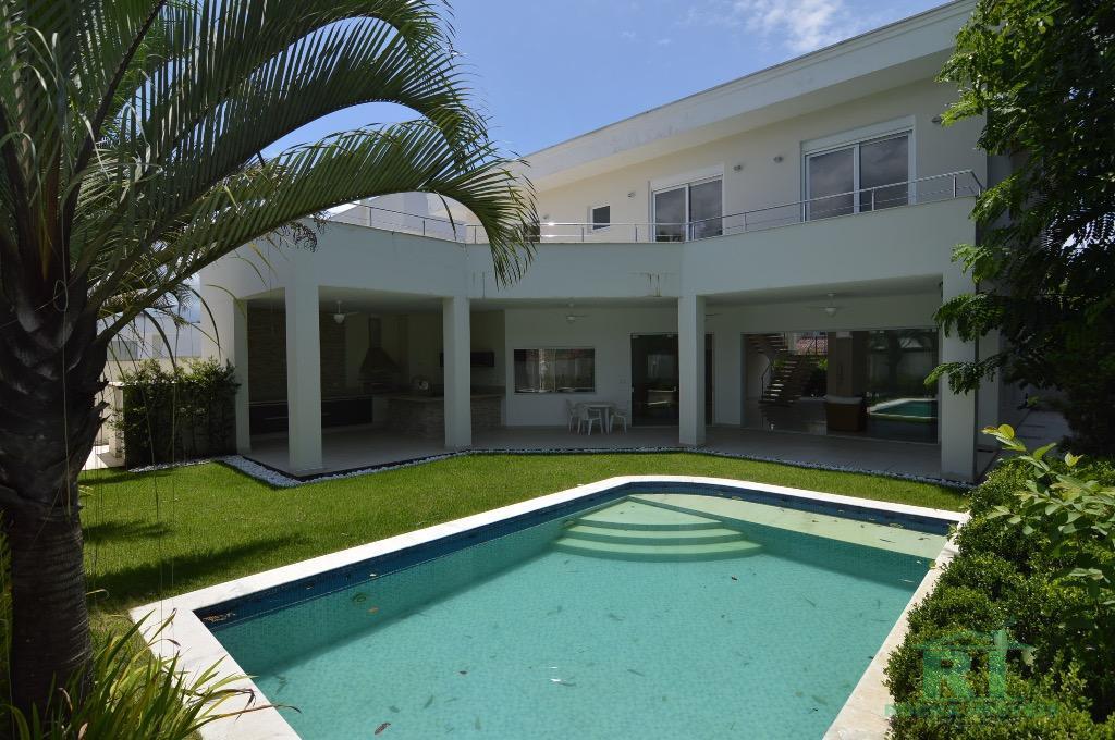 Casa Nova - Projeto Moderno com pé direito Alto.