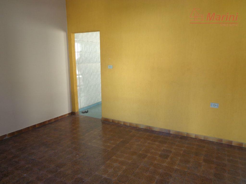 ótima para investimento, casa que pode gerar até 2 alugueis. acabou de ser pintada novamente. ótima...