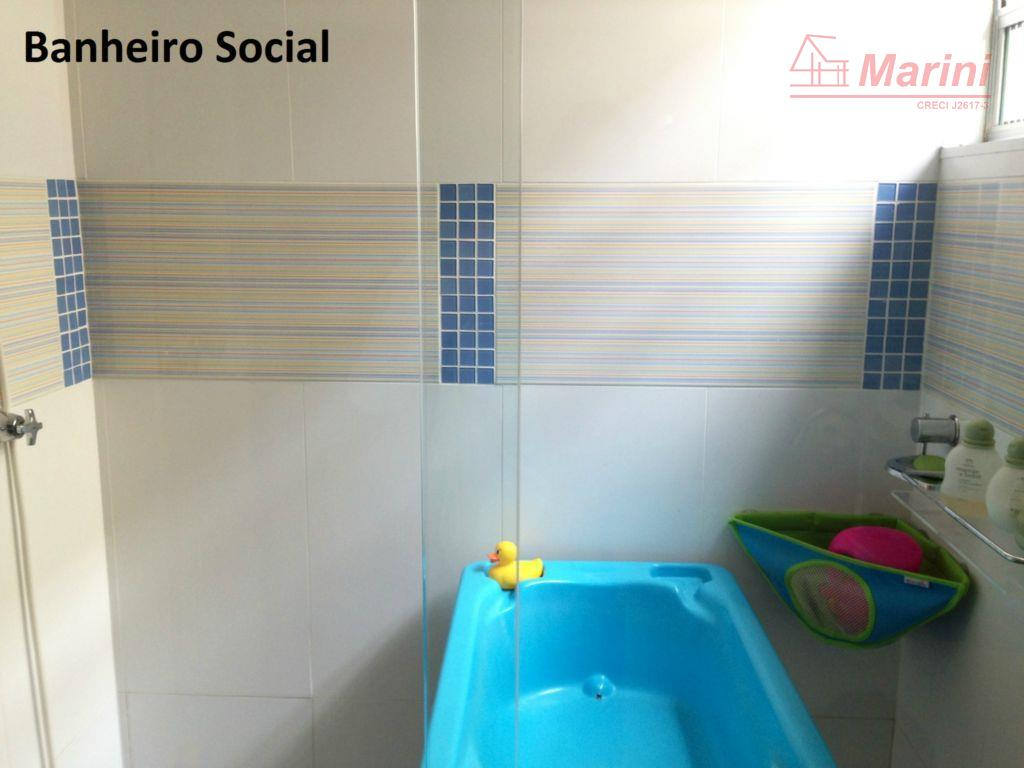 móveis planejados, ventilador de teto, box blindex nos banheiros.aceita permuta com casa de 3 dormitórios (pelo...