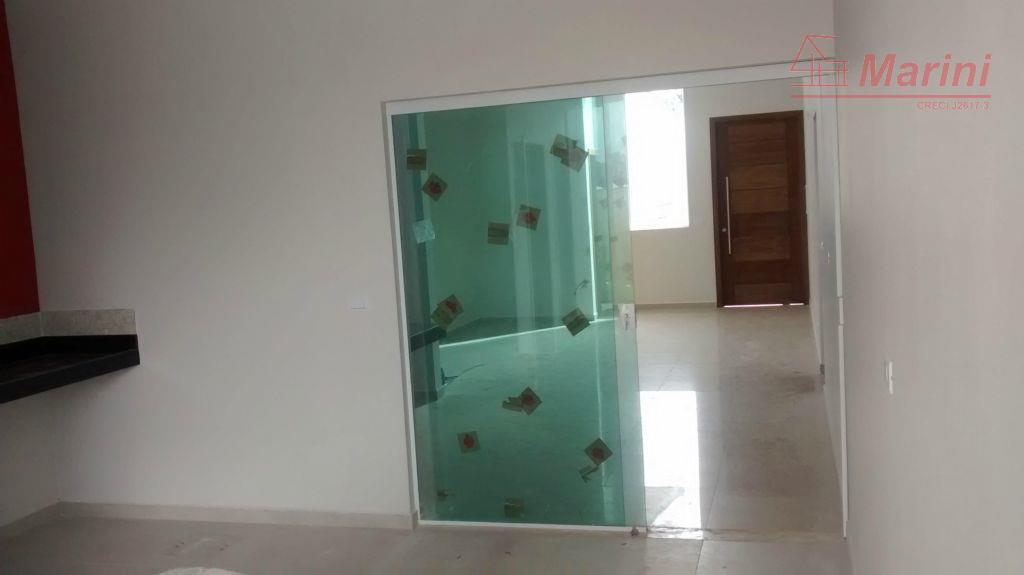3 suítes, sendo 1 com closet.sala com pé direito duplo, de 5 m.aquecedor solar e preparação...