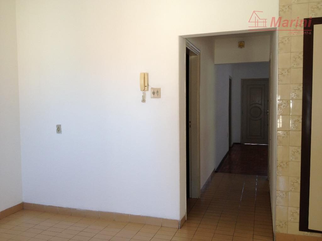 ótima localização, servindo também para consultório médico, escritórios e moradia