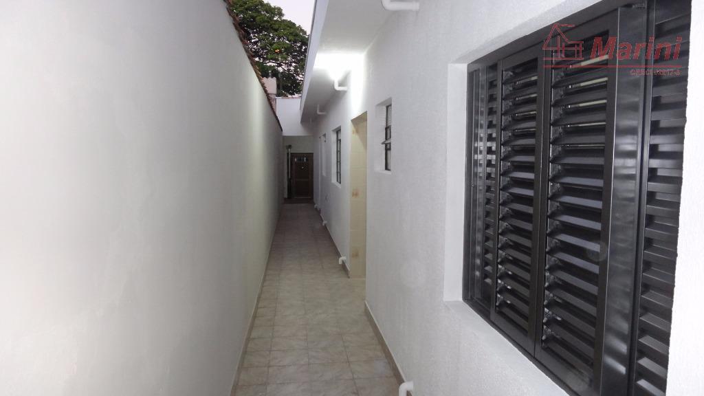 possui 2 dormitórios, banheiro, sala, cozinha, área de serviço; 2 vagas de garagem (coberta com laje);...