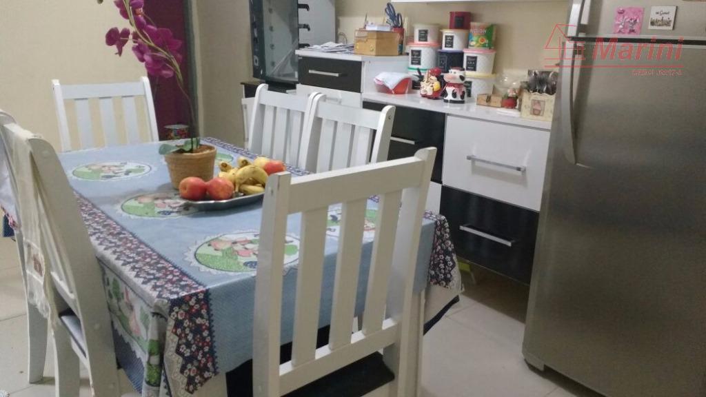casa com 3 quartos sendo 1 suíte, sala cozinha, vaga para 1 carro e 1 moto.