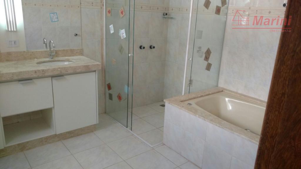 3 suítes; banheiro da suite máster com banheira e cuba dupla; sala de estar; lavabo; sala...