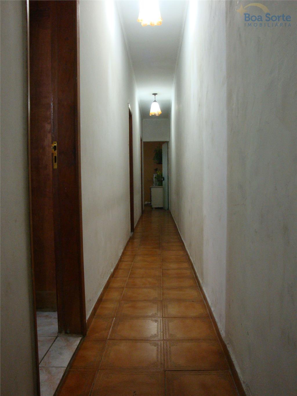 casa grande com localização em rua muito tranquila no tatuapé. fácil acesso as principais vias dentro...
