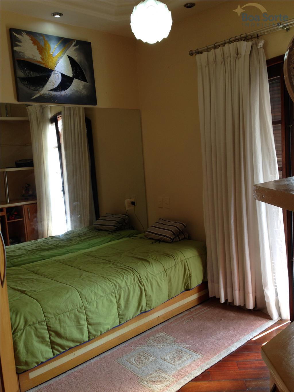 excelente oportunidade! excelente casa com quatro dormitórios espaçosos, sendo 3 suítes, duas delas com sacada, sala...