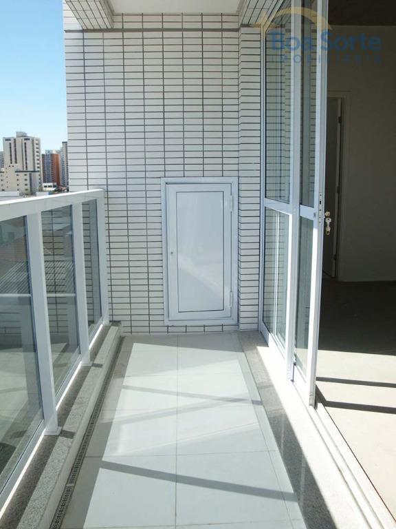 excelente sala de 43 m² com boa iluminação natural, dois banheiros e uma vaga de garagem...