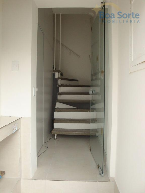 excelente sala comercial de 16,80 m², ampla, boa iluminação natural, com acesso a um banheiro de...