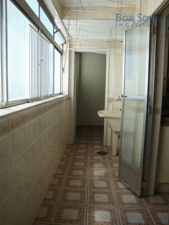oportunidade!! excelente apartamento de 85 m² bem conservado, em andar alto, com três dormitórios com armários,...