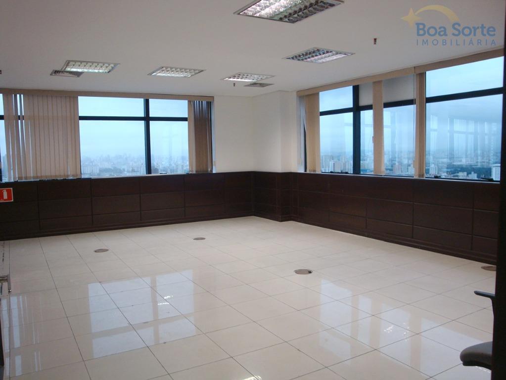 ótimo conjunto cinco de salas com 210 m² de área total, três banheiros, cozinha com armários....