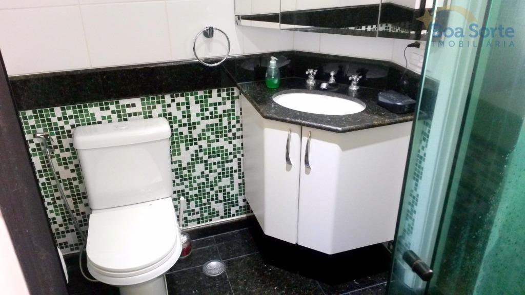 lindo apartamento duplex com dois dormitórios (sendo uma suíte), dois banheiros, sala, cozinha americana com armários...