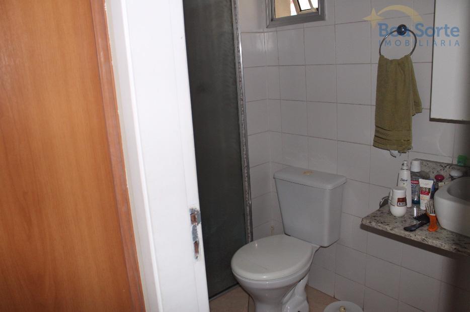 apartamento em excelente condomínio com segurança e lazer. possui três dormitórios (sendo uma suíte), sala ampla...