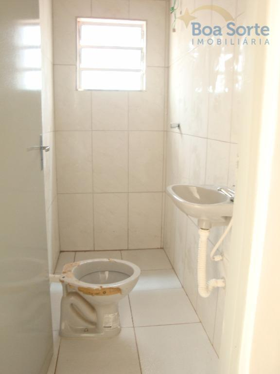 casa de 85 m² com dois dormitórios, banheiro, cozinha ampla e iluminada, área de serviço e...