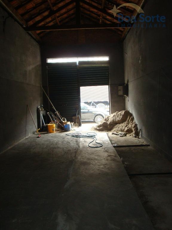 galpão de 120 m² de area construida. excelente localização com fácil acesso a estação de metrô...