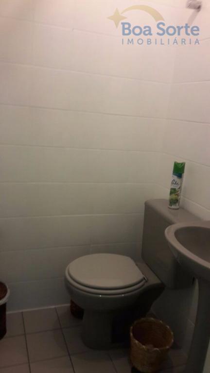 sala comercial com banheiro. situado em próspera região comercial. próximo ao shopping metro tatuapé. confira!