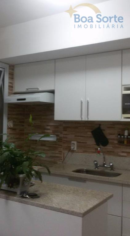 apartamento com dormitório, sala, banheiro, cozinha com armários planejados, sacada envidraçada e área de serviço. ótima...