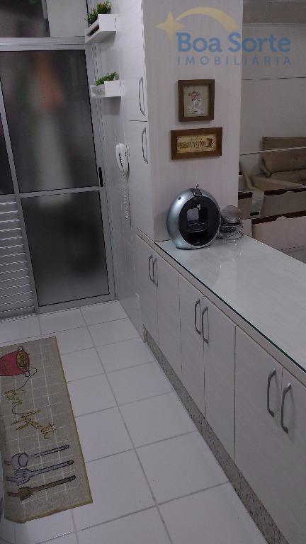 ótimo apartamento de 62 m² no último andar com três dormitórios (sendo uma suíte), banheiro, cozinha...