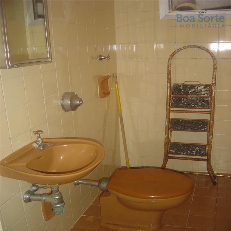 ótima oportunidade. apartamento com 2 dormitórios, sala, cozinha, 2 banheiros, área de serviço e 1 vaga...