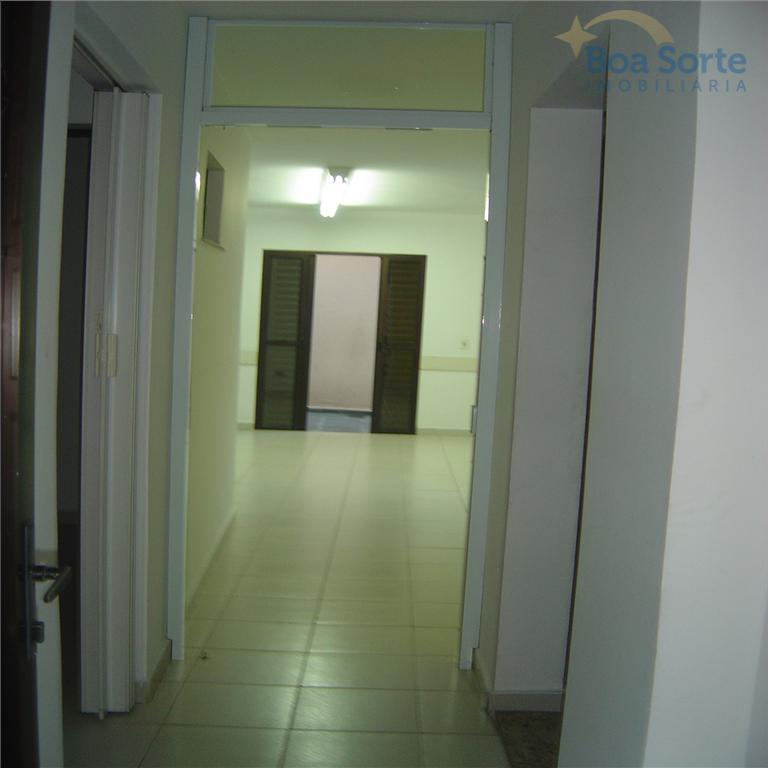 oportunidade! ótimo sobrado comercial com 250 m² contendo 7 salas, 4 banheiros e 5 vagas de...
