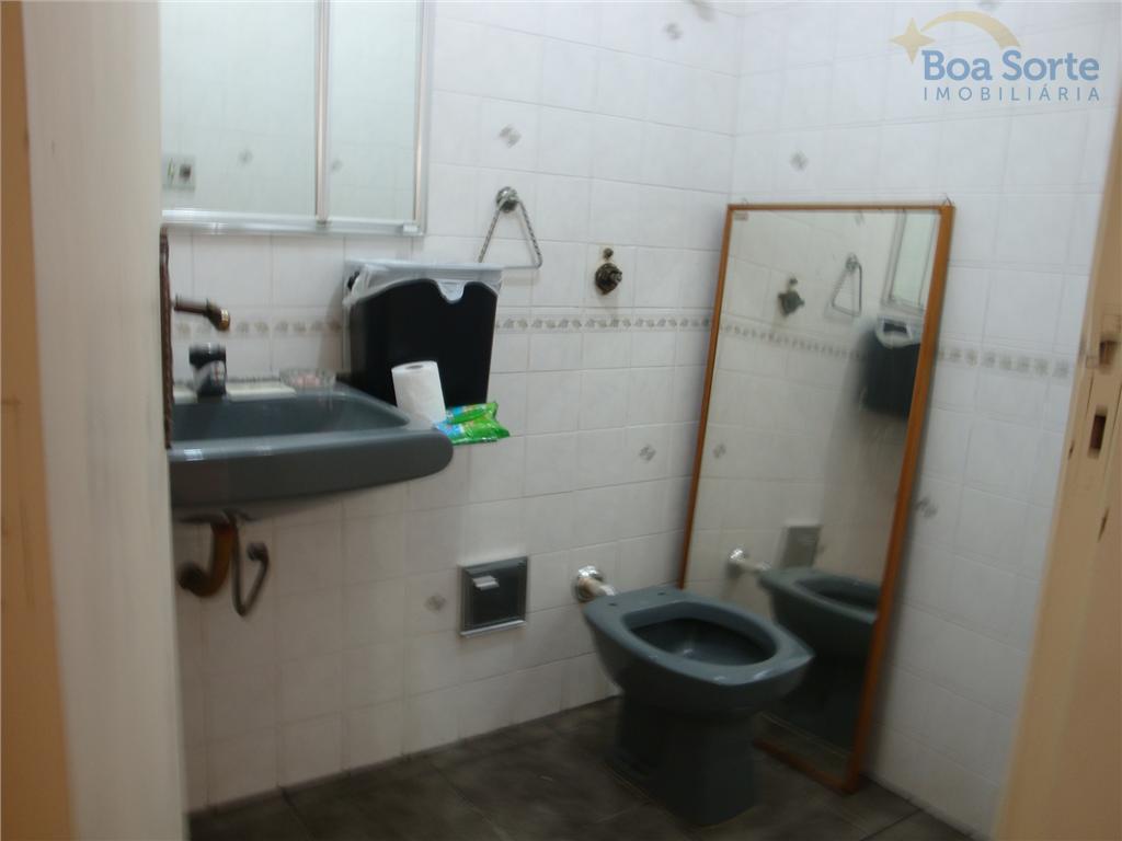 oportunidade!excelente sobrado com quatro dormitórios, sendo uma suíte, cinco banheiros sala ampla, área de serviço, quintal,...
