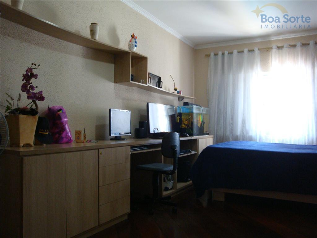 ótima oportunidade! casa em local muito tranquilo. conta com 4 suítes, uma espaçosa sala, sala de...