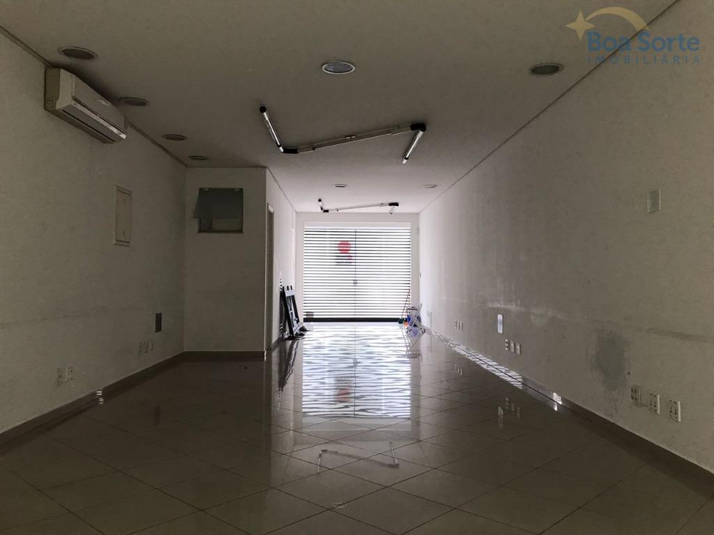 excelente sobrado comercial! configurado na parte de baixo como salão, contendo 2 banheiros! no andar superior...