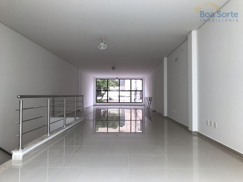 oportunidade!salão comercial com aproximadamente 150 m² divido em 2 pavimentos! conta com 3 vagas de garagem,...