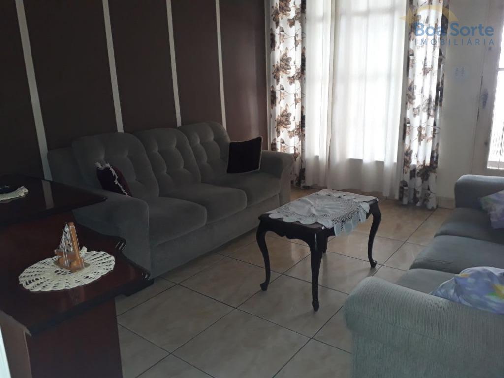 ótimo sobrado com 90 m², três dormitórios, dois banheiros, sala, cozinha, área de serviço, pequeno quintal...