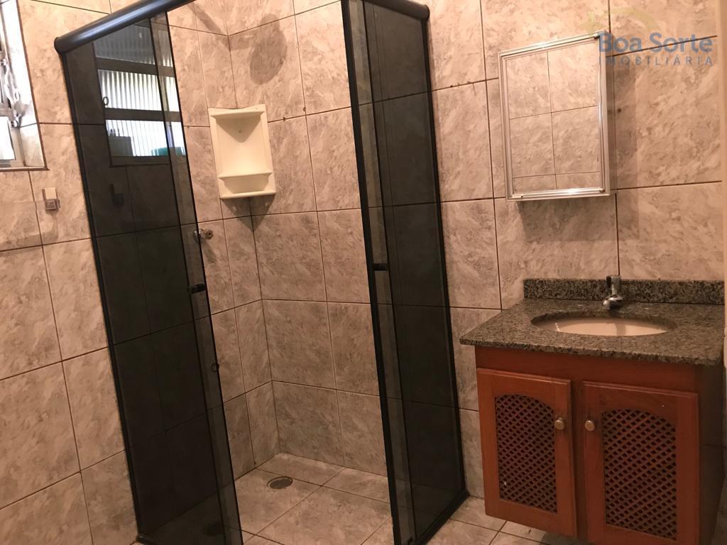 ótimo sobrado com 80 m², espaçoso! dois dormitórios, sala, cozinha, banheiro, área de serviço e quintal....