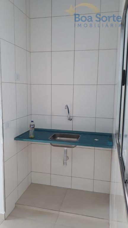 casa simples com 50 m², 1 dormitório, sala, cozinha, banheiro e 1 vaga de garagem.