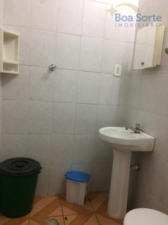 ótimo salão comercial com dois banheiros, depósito e copa, com área de total de 77,9 m²....