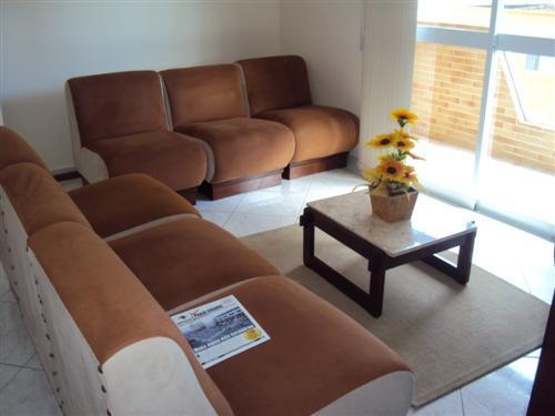 Apartamento Residencial à venda, Vila Tupi, Praia Grande - AP0034.