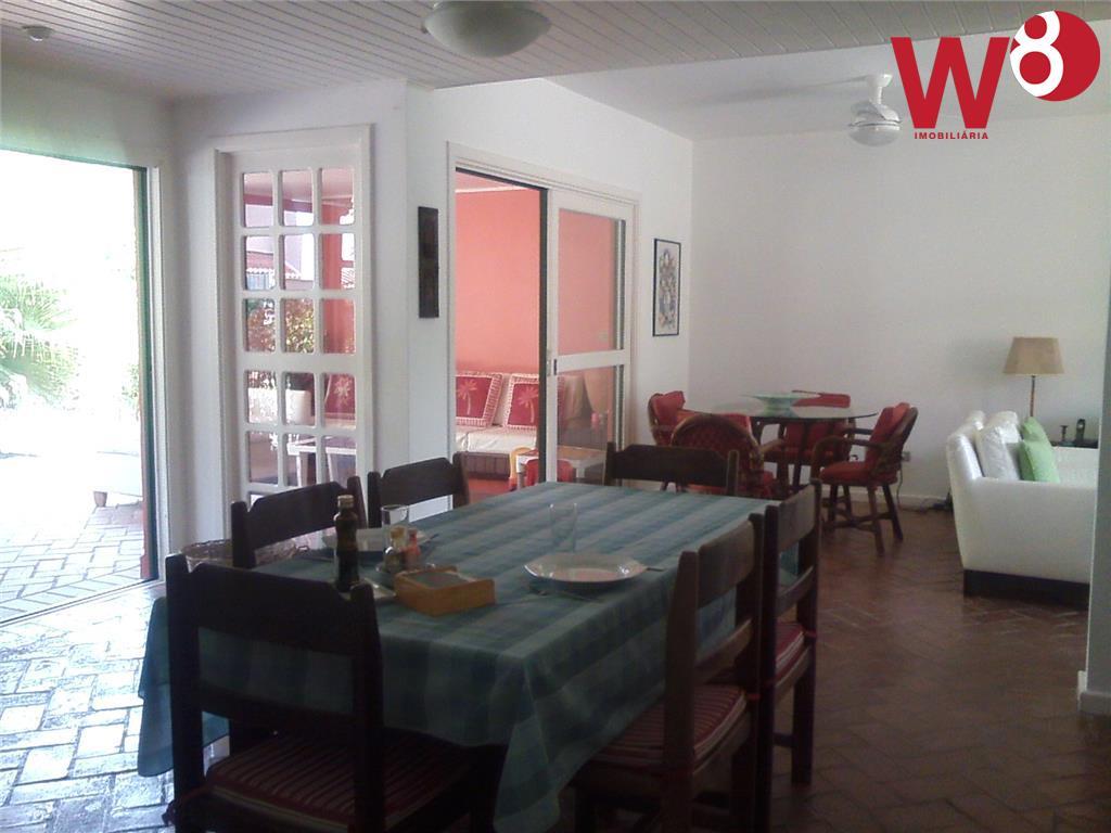 casa em condomínio com quadra de tênis, piscina comum, sauna seca, quiosque com jogos, ducha, playground,...