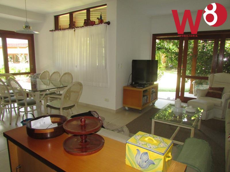 Casa em condomínio a 130 m² da praia, Praia da Baleia.