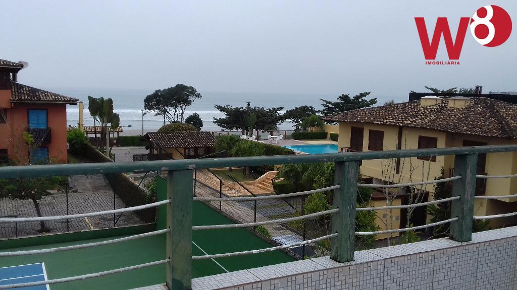 casa em condomínio na praia da baleia á aproximadamente 100 m da areia da praia. tipo...