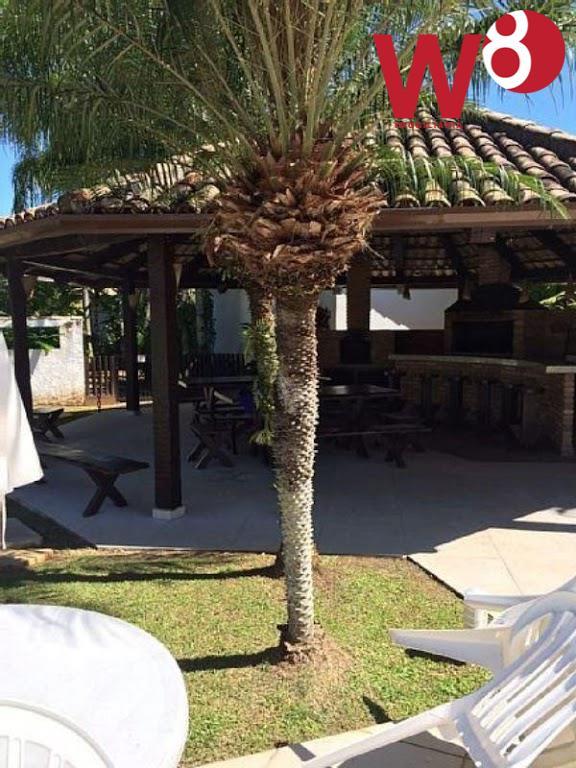 casa dentro de condomínio com apenas 6 casas, a menos 5 minutos da praia.composta por 4...