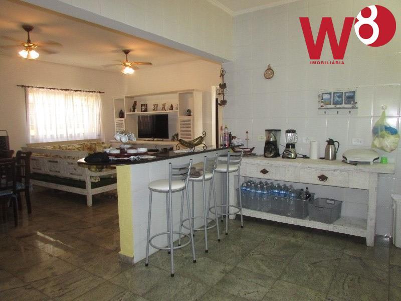 oportunidade no condomínio aldeia da baleia.tipo sobrado com 5 dormitórios, sendo 2 suítes, salas de estar/tv...
